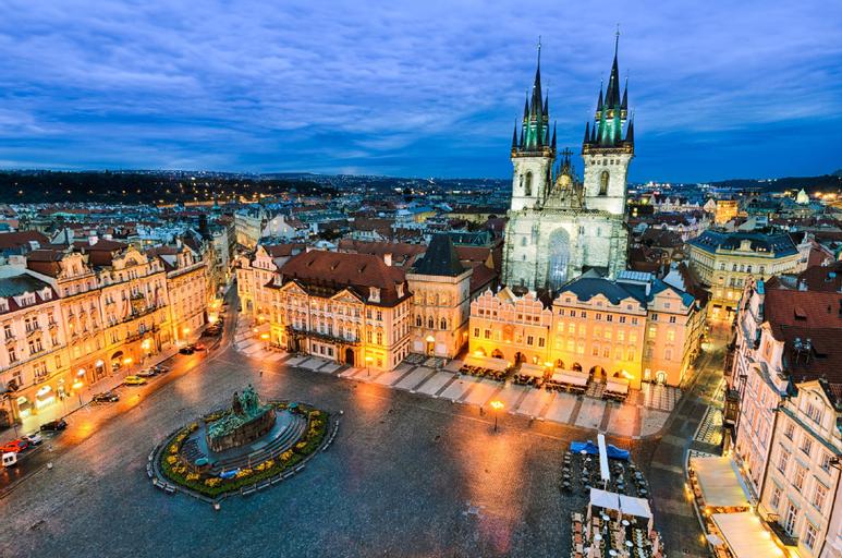 Loft with amazing terrace, Praha 2