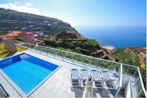 Villa Atlantic with great sea view & pool in Madeira Island, Calheta