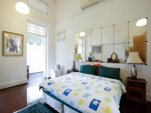 Quiet & Tranquil Room surrounded by nature, Woodlands