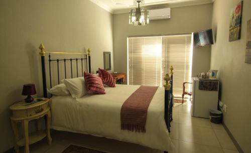 La Rose Douglas Guesthouse, Pixley ka Seme