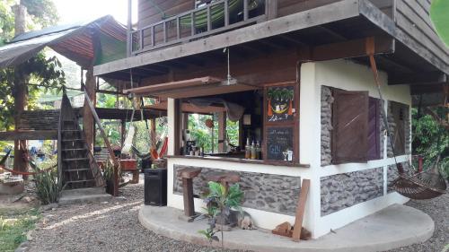 Rudi Mental Holiday Lodge, Khong