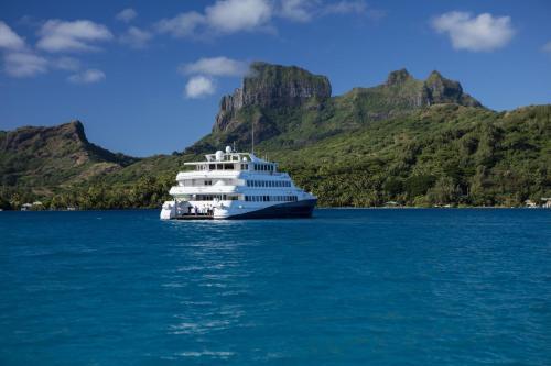 Haumana Cruises - Bora-Bora to Taha'a (Monday to Thursday),