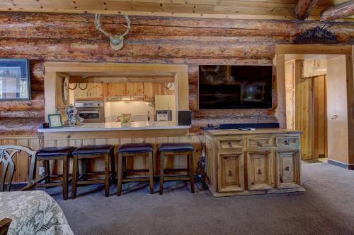 PineKnott Rustic Retreat, San Bernardino