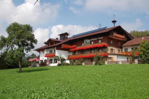 Berghof Pension und Ferienwohnungen, Regen