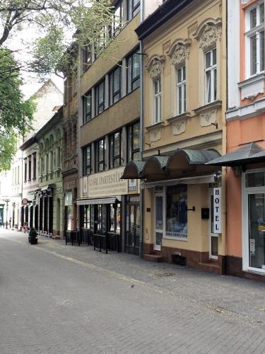 Kucko Panzio Gyor, Győr