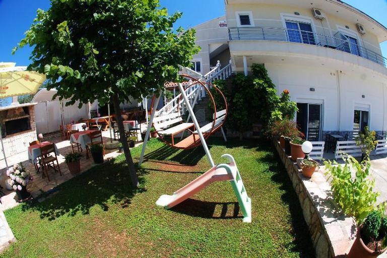 Hotel Chris, Sarandës