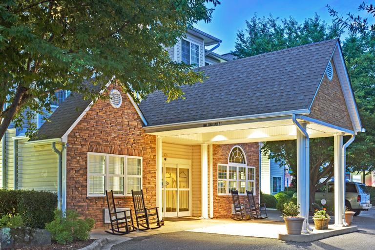 Microtel Inn & Suites by Wyndham Cherokee, Jackson