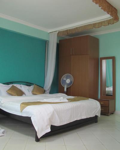 Creadex Hotel, Suna East