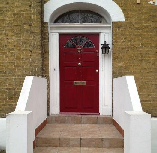 Cottage 76, London