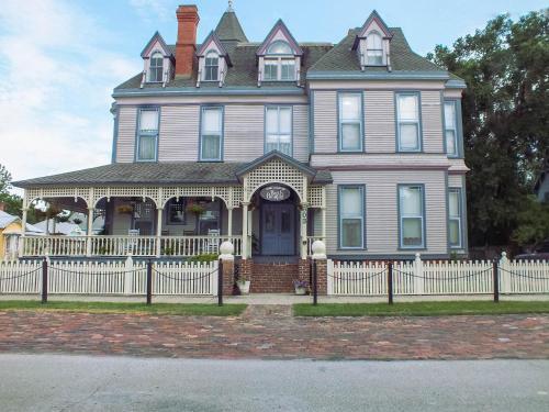 Grand Gables Inn, Putnam