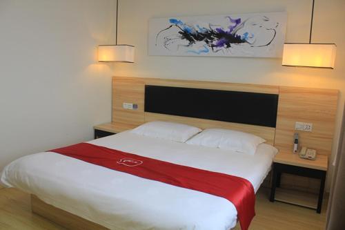 Thank Inn Plus Hotel Shandong Jinan Licheng District Yaoqiang Airport Road, Jinan