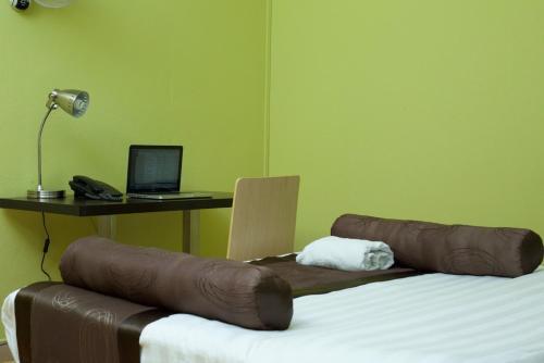 Trisek Hotel, Bugahya