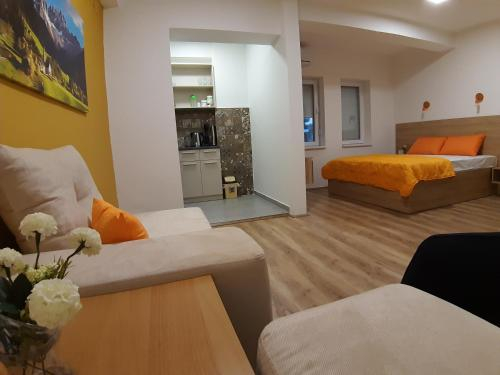 Boj Ana Apartment,