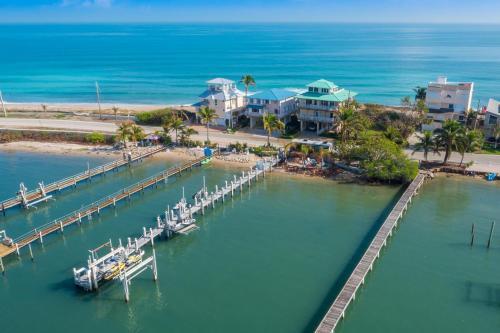 Ocean-to-River Beach-House, Martin