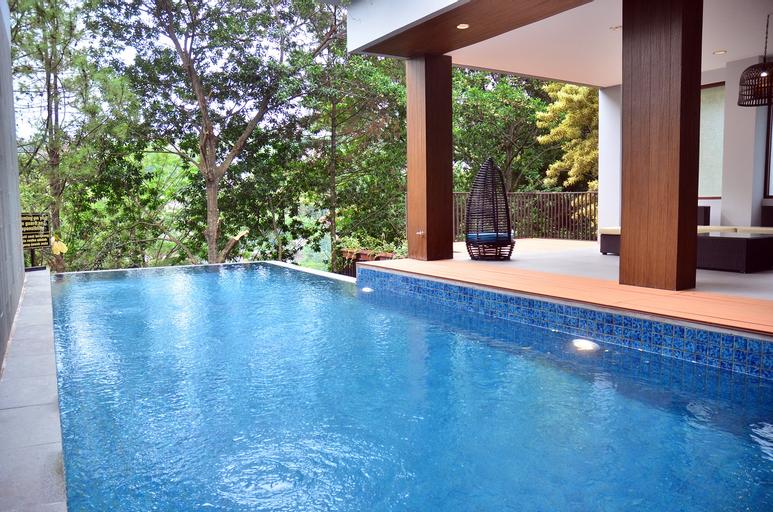Cempaka 8 Villa 7BR with a private pool, Bandung