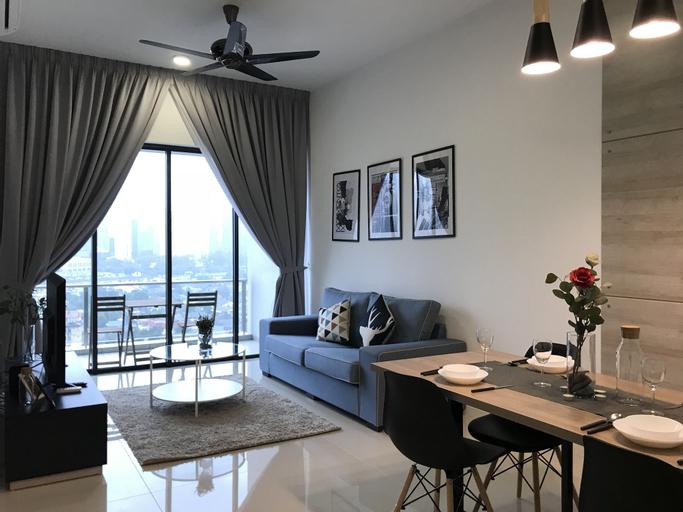 Luxurious Condo With KLCC Twin Tower View, Kuala Lumpur