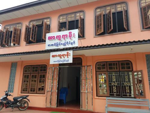 Sakura Moe Guest House - Burmese Only, Pyin-Oo-Lwin