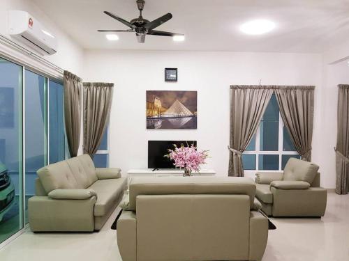 One Sierra 5 Bedrooms Semi D, Kuala Lumpur