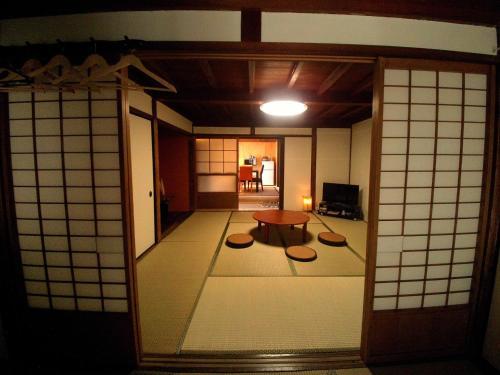 Yanaka no Taisuke, Gujō