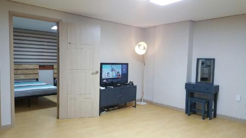 Seoul Station Apartment, Jongro