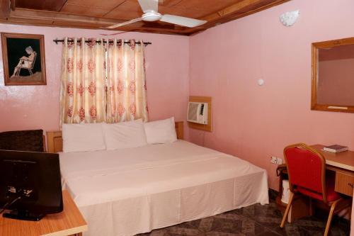 Aubit Hotel Limited, Karu