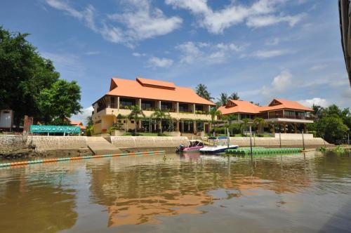 Maeklong Marina Resort, Muang Ratchaburi