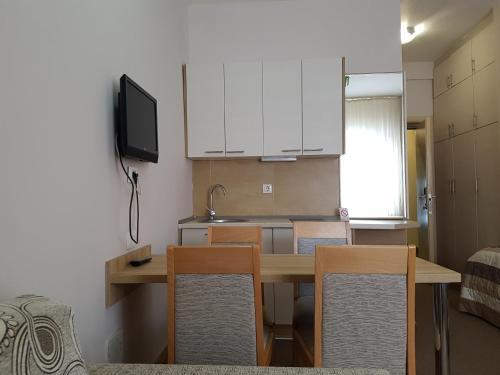 Apartments Ciki, Brus
