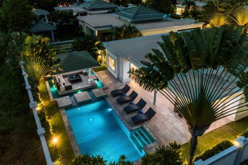 Luxury Pool Villa 608 4BR 8-10 persons, Bang Lamung