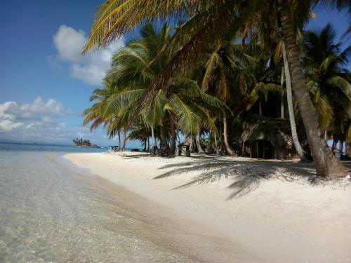 Isla Cabanas Demar Achudup, Kuna Yala