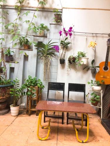Drop By Saigon Hostel, Quận 1