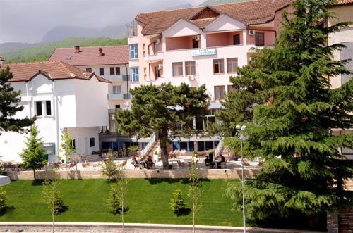 Hotel Vllaznimi, Tropojës