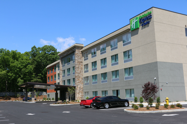 Holiday Inn Express and Suites Hendersonville SE-F, Henderson