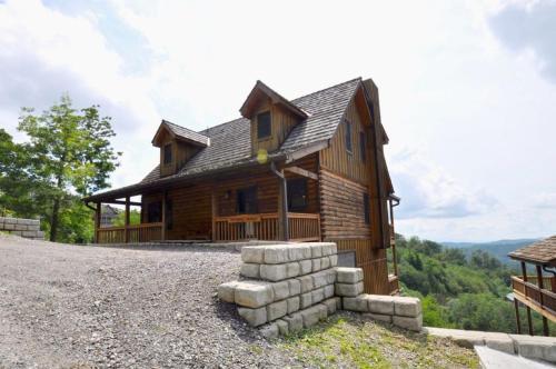 Flatlanders' Retreat Cabin, Madison