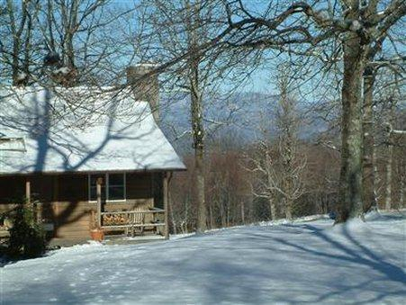 FIRE MOUNTAIN INN, CABINS & TREEHOUSES - BED AND BREAKFAST (Pet-friendly), Macon