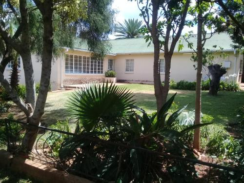 4 On Housman Backpackers, Bulawayo