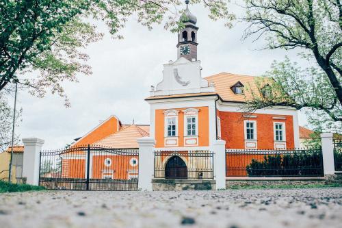 Savoia Castle, Praha - východ