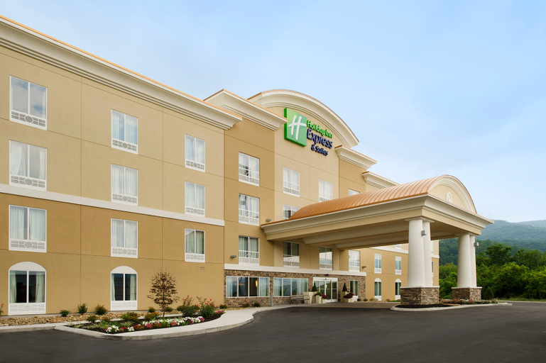 Holiday Inn Express & Suites, Caryville, Campbell