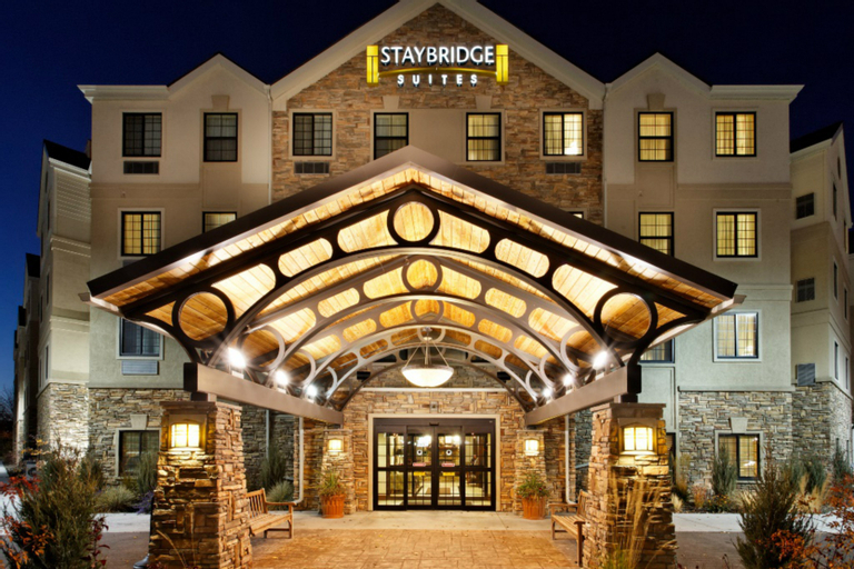 Staybridge Suites Auburn Hills - Crossing Drive, Oakland