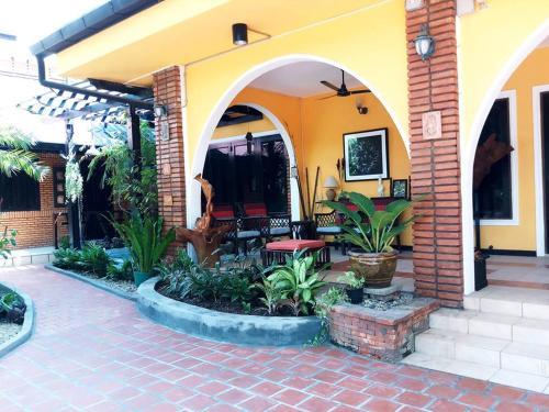 Dorkket Homestay, Sisattanak
