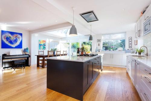Veeve - Clarence House Retreat, London