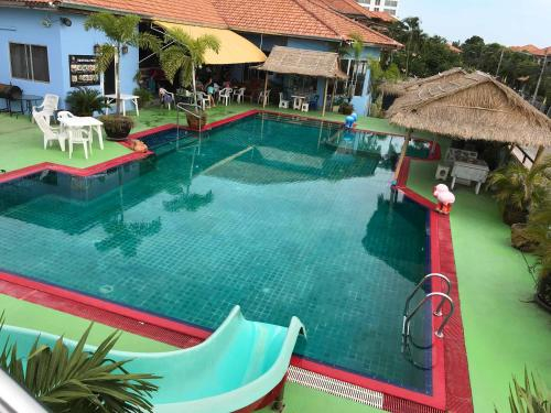 Tropical pool resort Pattaya, Bang Lamung