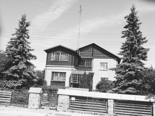 Aghrougolok Hostel, Lida