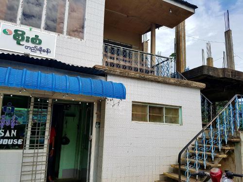 Soe San Guest House - Burmese Only, Katha