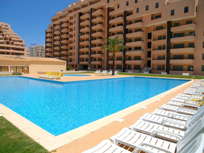 Apartment With 2 Bedrooms in Portimão, With Wonderful sea View, Shared Pool, Enclosed Garden - 150 m From the Beach, Portimão