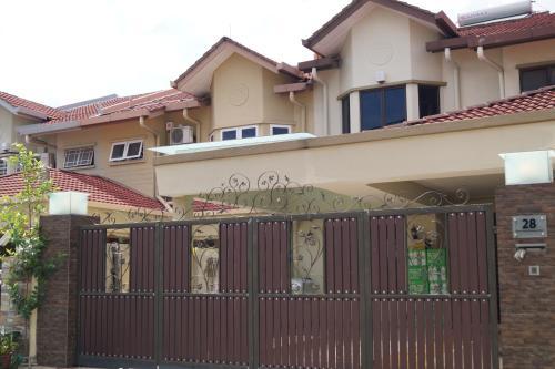 Warm House@Meet2Stay, Klang