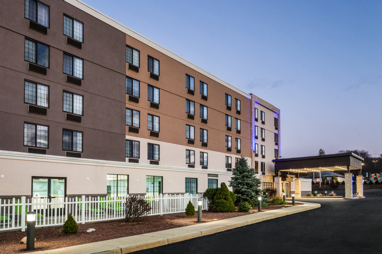 Holiday Inn Express & Suites Providence-Woonsocket, Providence