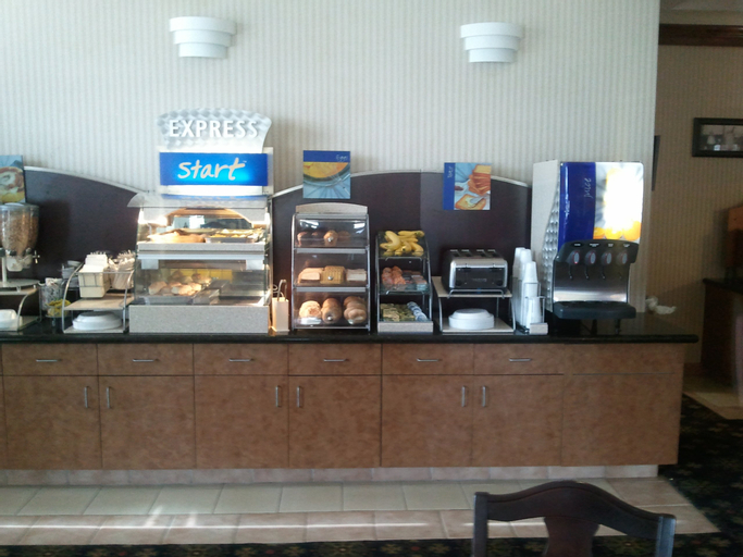 Holiday Inn Express and Suites Lucedale, George