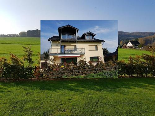 Modern Holiday Home in Heimbach with Balcony, Düren