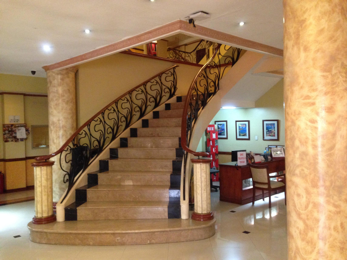 Pacific Breeze Hotel and Resort, Mabalacat