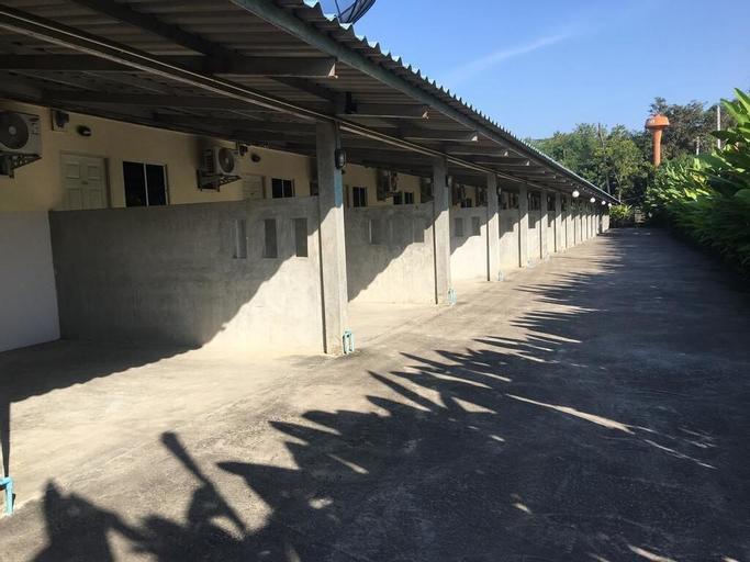 Mee Rak Resort, Bang Lamung